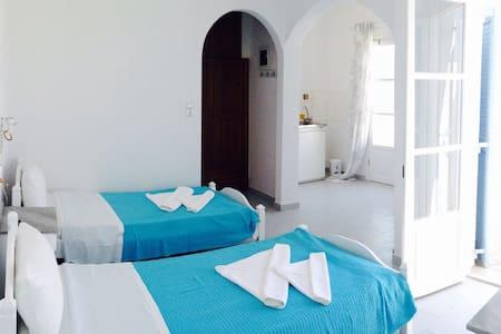 Beach studios~sleep 2, Krios, Paros