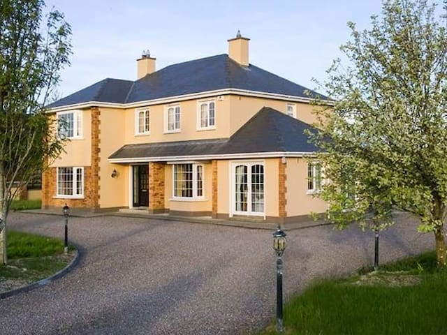 Kara Hem ('Sweet Home' in Swedish) - Killarney