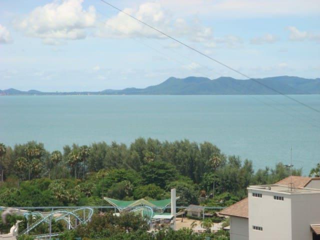 Top Floor Sea View Apartment, Jomtien, Pattaya.