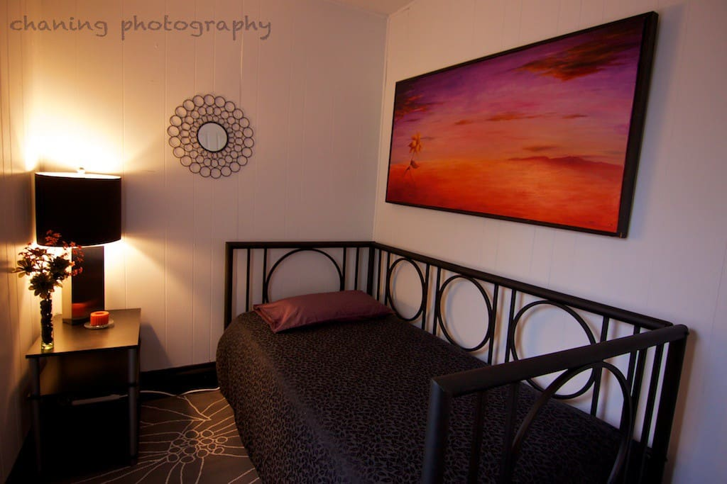 Bonus room with twin daybed for extra guests or a cozy reading room.