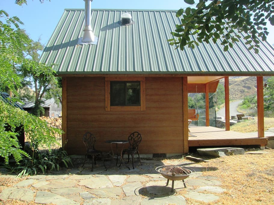 Small off-the-grid bungalow sits next to the pickle ball court (paddles and balls are available in bungalow).