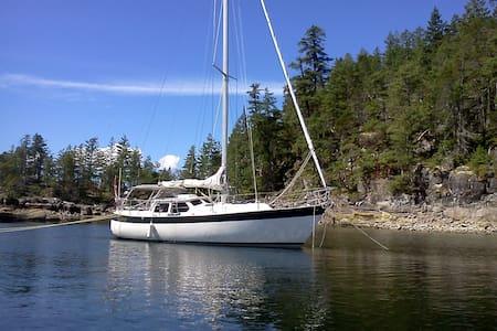Misteri Boat Stay - Comox