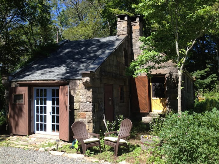 ~*Charming & Rustic Stone Cottage*~  DISCOUNTED