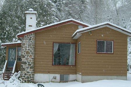 Snowchalet-Romantic getaway - Val-des-Lacs - Dağ Evi