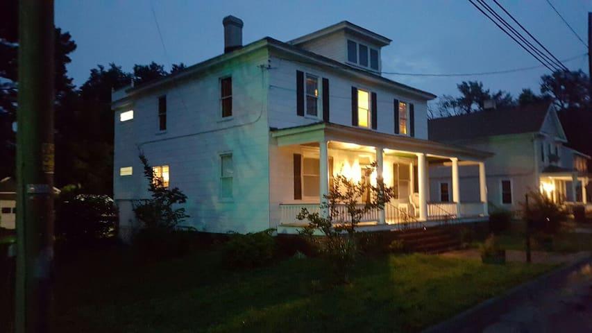 1925 Farm House - Chesapeake - Bed & Breakfast