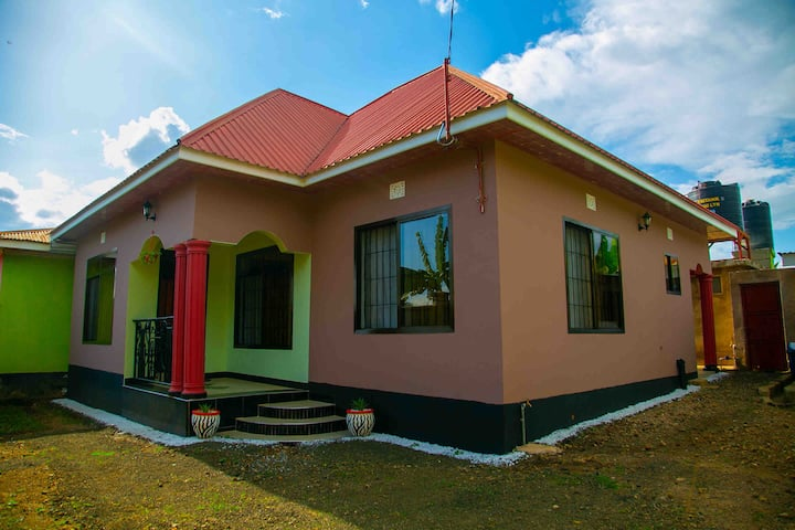 Cozy & Stylish 3 Bedroom House In Arusha