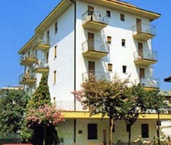 apt for 4+2 persons in Lido di Jesolo R25782