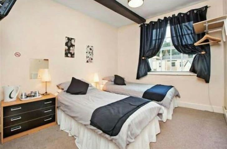 A cosy twin room with en-suite and breakfast