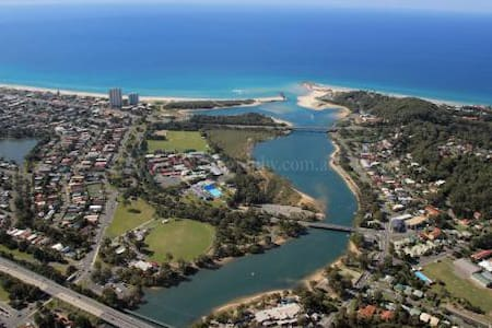 Bellissimo Currumbin beach location - Currumbin Waters - House