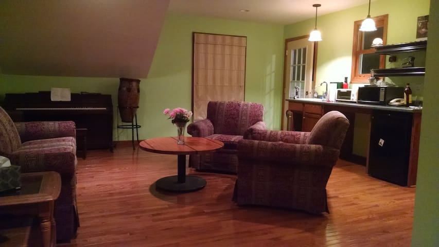 Charming Coach House in Oak Park - Oak Park - Apartamento