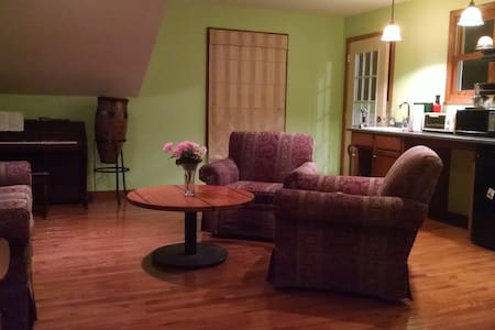 Charming Coach House in Oak Park - Oak Park - Appartement