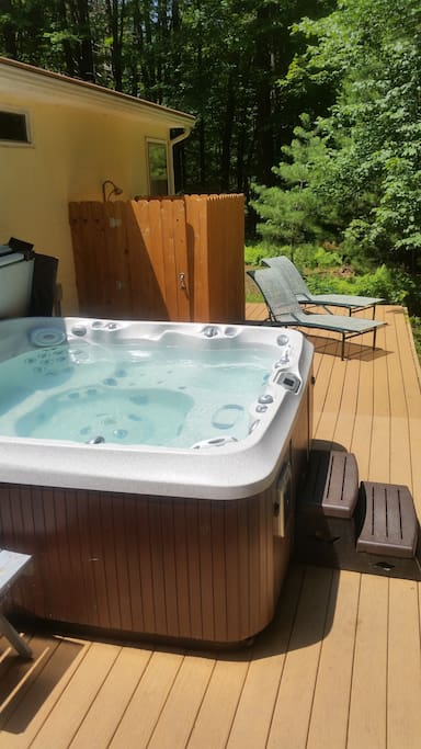 Hot tub, Outdoor Shower and Deck