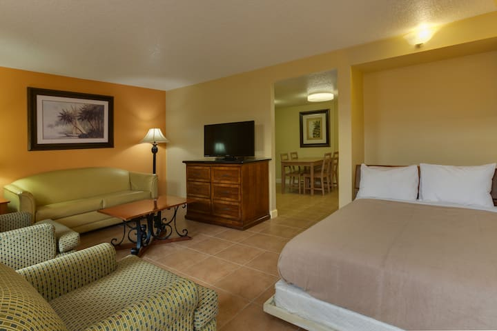 SPACIOUS SUITES 2MI TO DISNEYWORLD