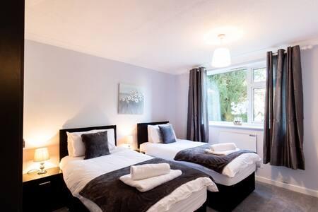 2-bedroom apartment, Woodgrange Court