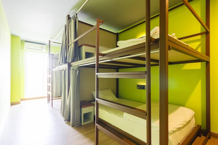 Hostel (4-Bed Mixed Dorm/wifi/breakfast/Ratchada)