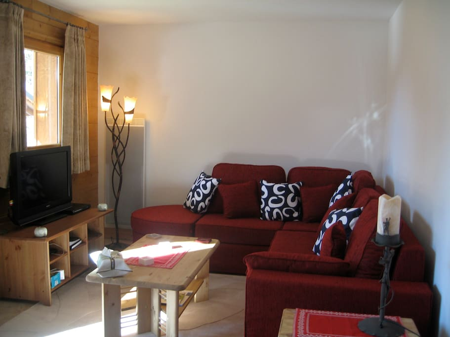 Spacious lounge with dvd player, TV, and braodband wifi. Sofa bed comfortably sleeps 2