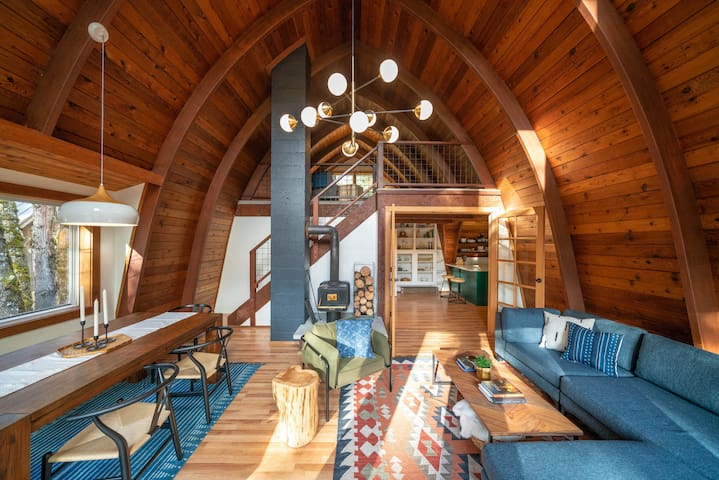 Cozy PNW/Scandinavian Gorge Cabin