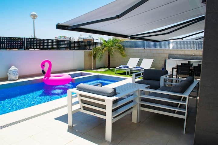 Villa with private swimmingpool & jacuzzi