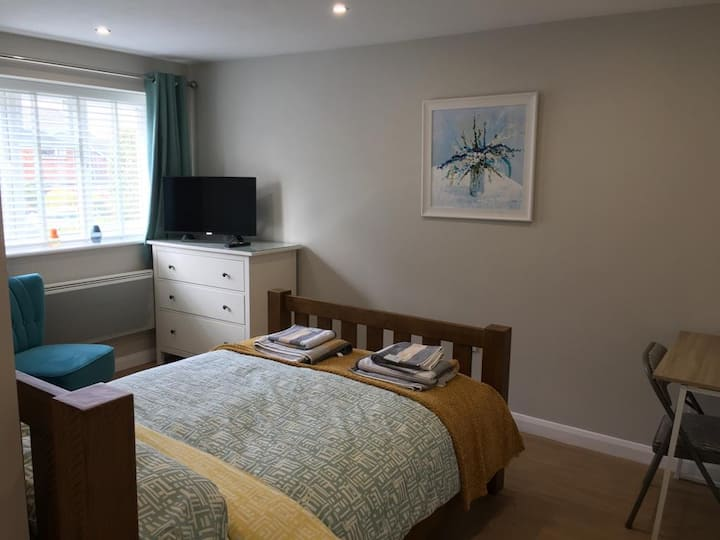Brand new private en-suite room in Chandlers Ford