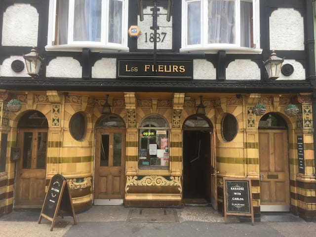 The Fleurs (Hostel) Dover