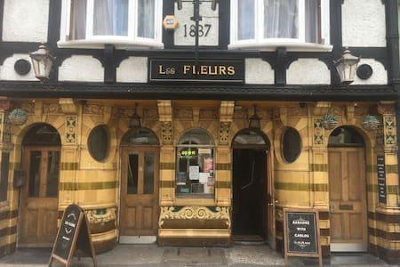 The Fleurs (Hostel) Dover