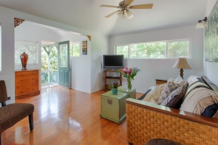 Two Bedroom House-Walk to beaches - Paia
