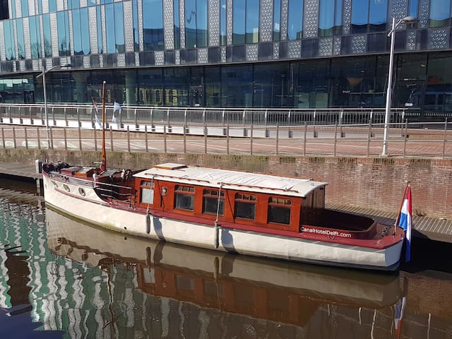 "Antique salonboat ""Tromp"" 1938 Delft/The Hague"
