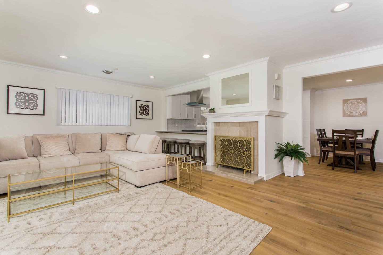 Living Room  New Hardwood floors Recess light