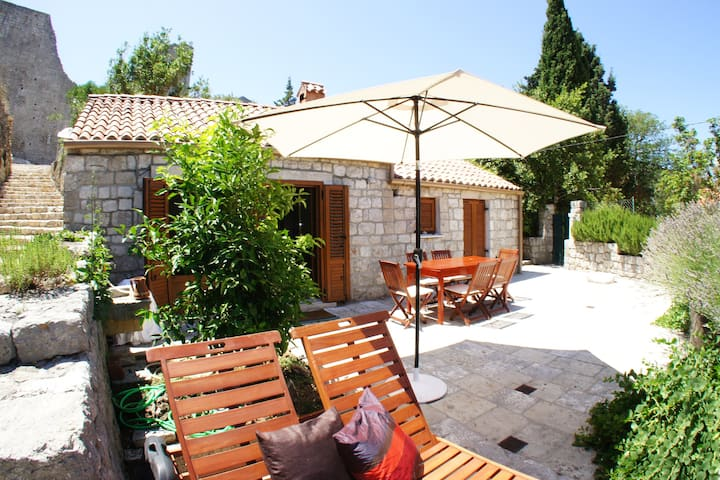 Studio villa in a quiet setting ****