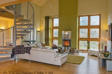 Gulabin House - Spittal of Glenshee