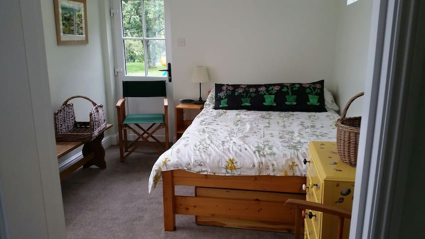 Garden Annex, double, en suite. - Fordingbridge - House