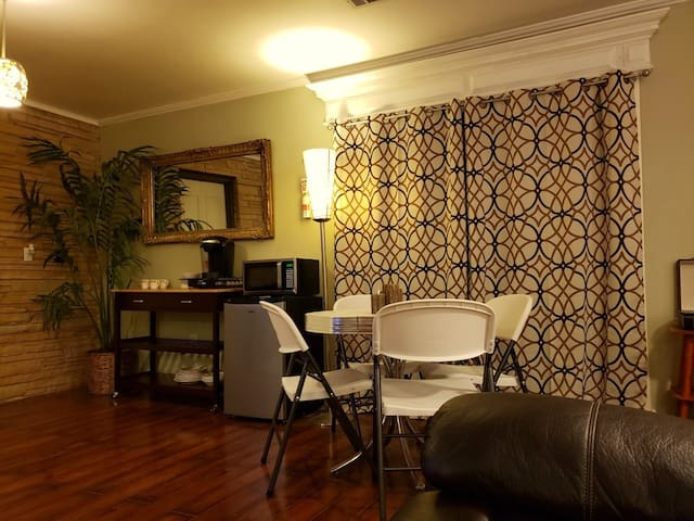 Magic Springs Mid Century Apartment #2
