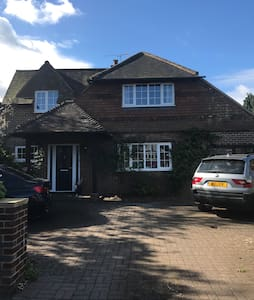 Central 4 bed detached house - Farnham - Σπίτι