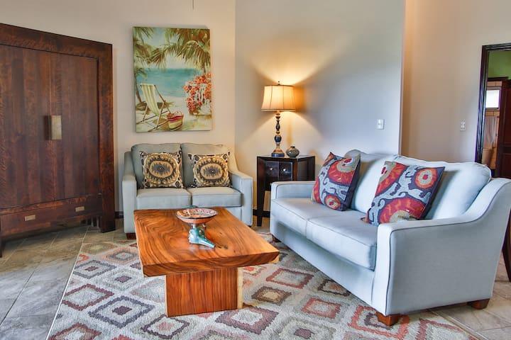Luxurious 4 bedroom, 4 bath Ocean View Penthouse