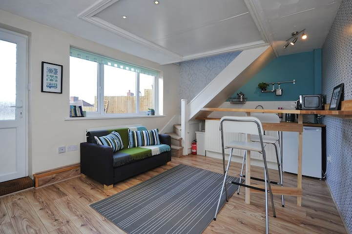 Cosy self-contained ensuite studio rooms - Bristol