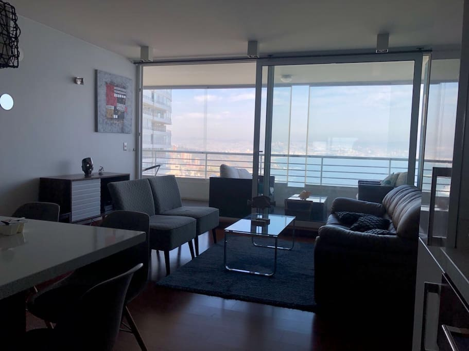 Spacious living and dining room fully equipped/Amplio  living-comedor.