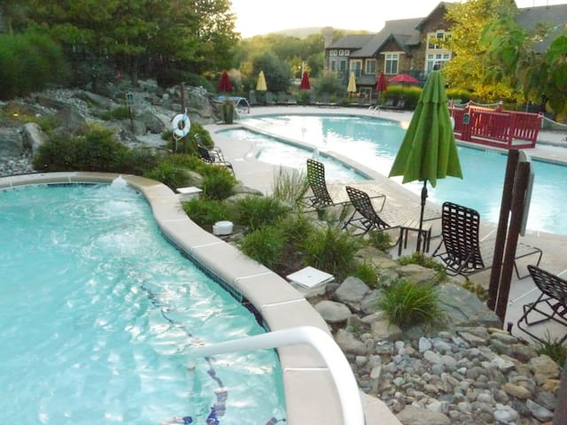 pure slope-side luxury - Vernon Township - Villa