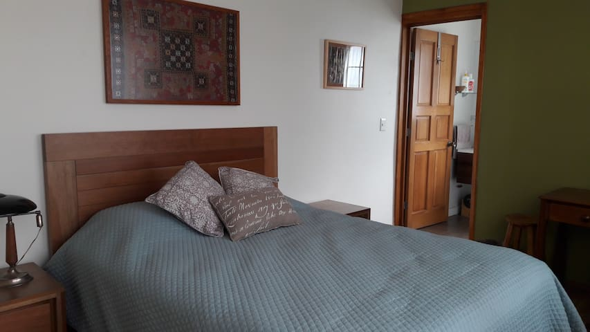 Lovely bedroom in upscale Lomas