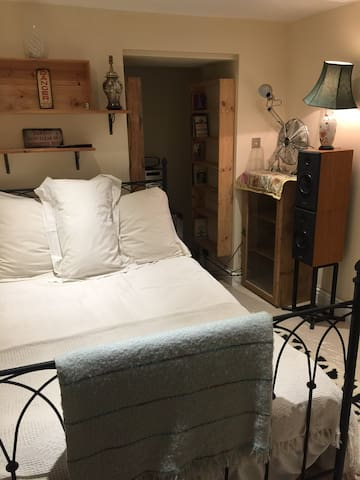 Funky, cosy, quirky, tranquil, central Fulham