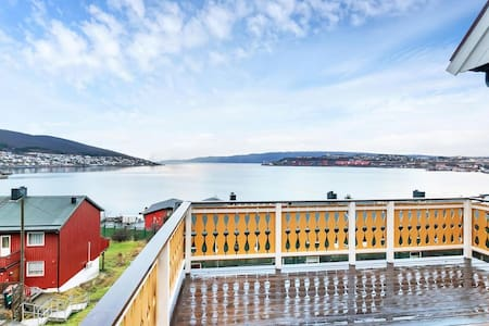 LARGE HOUSE WITH PANORAMIC VIEW OF HARBOUR - Narvik