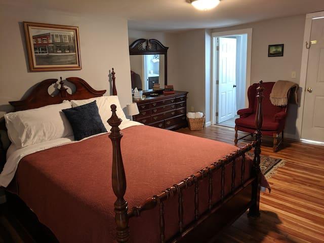 The Engel House Room 2: Mt Snow/Wilmington VT Area