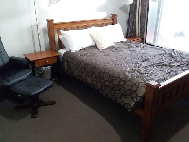 Master bed, ensuite & minikitchenette