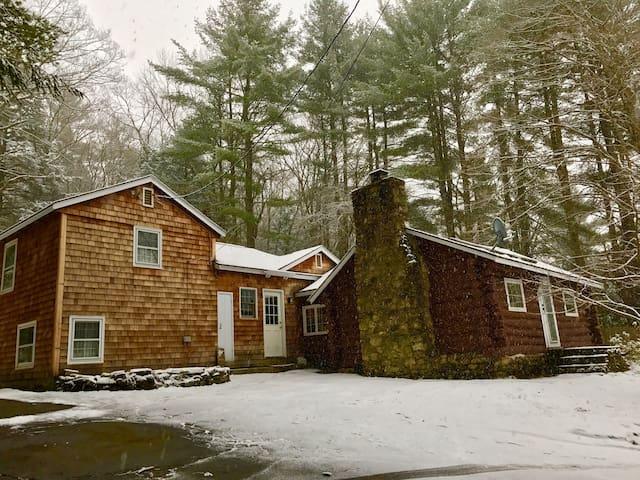 Cozy cabin in the Berkshires near Farmington River