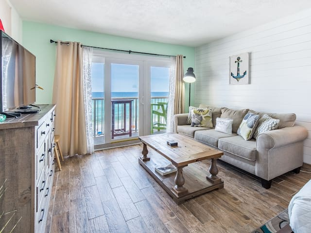 Modern, gulf front condo, Beach setup included, Short drive to dining