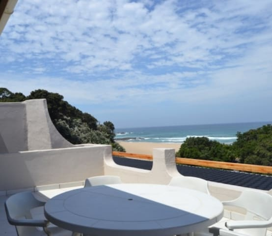 3 Bedroom Beachfront Penthouse in Leisure Bay