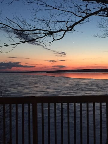 Sunset Retreat, 4BD cottage on Rice Lake