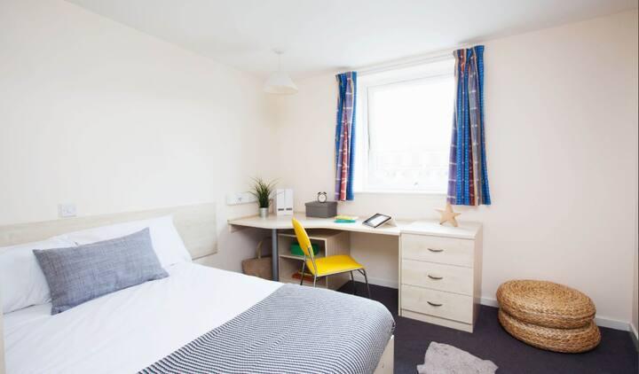 Student Only Property: Exclusive Premium range 2 en-suite room - LOS 12 months 10% off