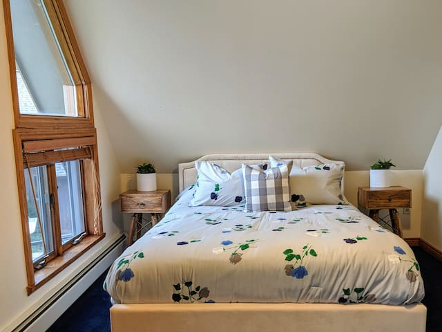 Bedroom #1 - Queen size memory foam bed, room also includes a second Twin bed, Smart TV, shares a bathroom with Bedroom #2 - located upstairs