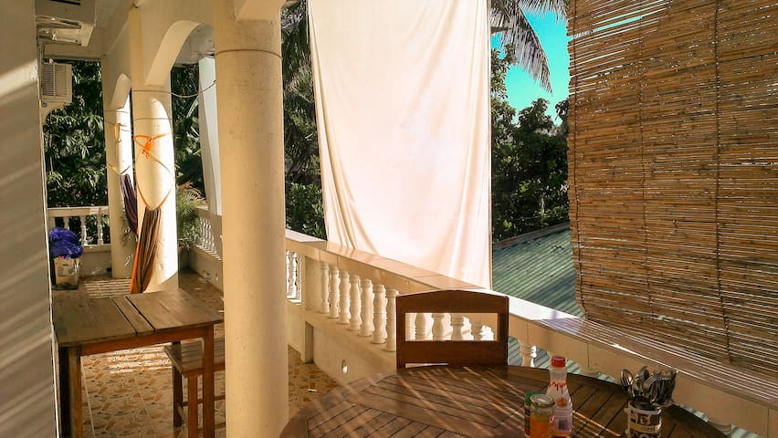 Apartment with balcony in quiet Angol area - Malay - Wohnung