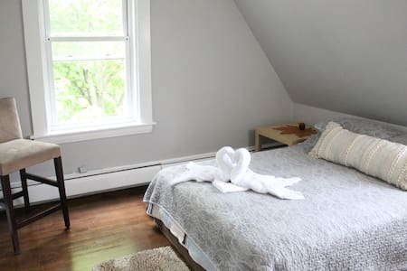 Convenient and Cozy Apartment Outside of Boston!